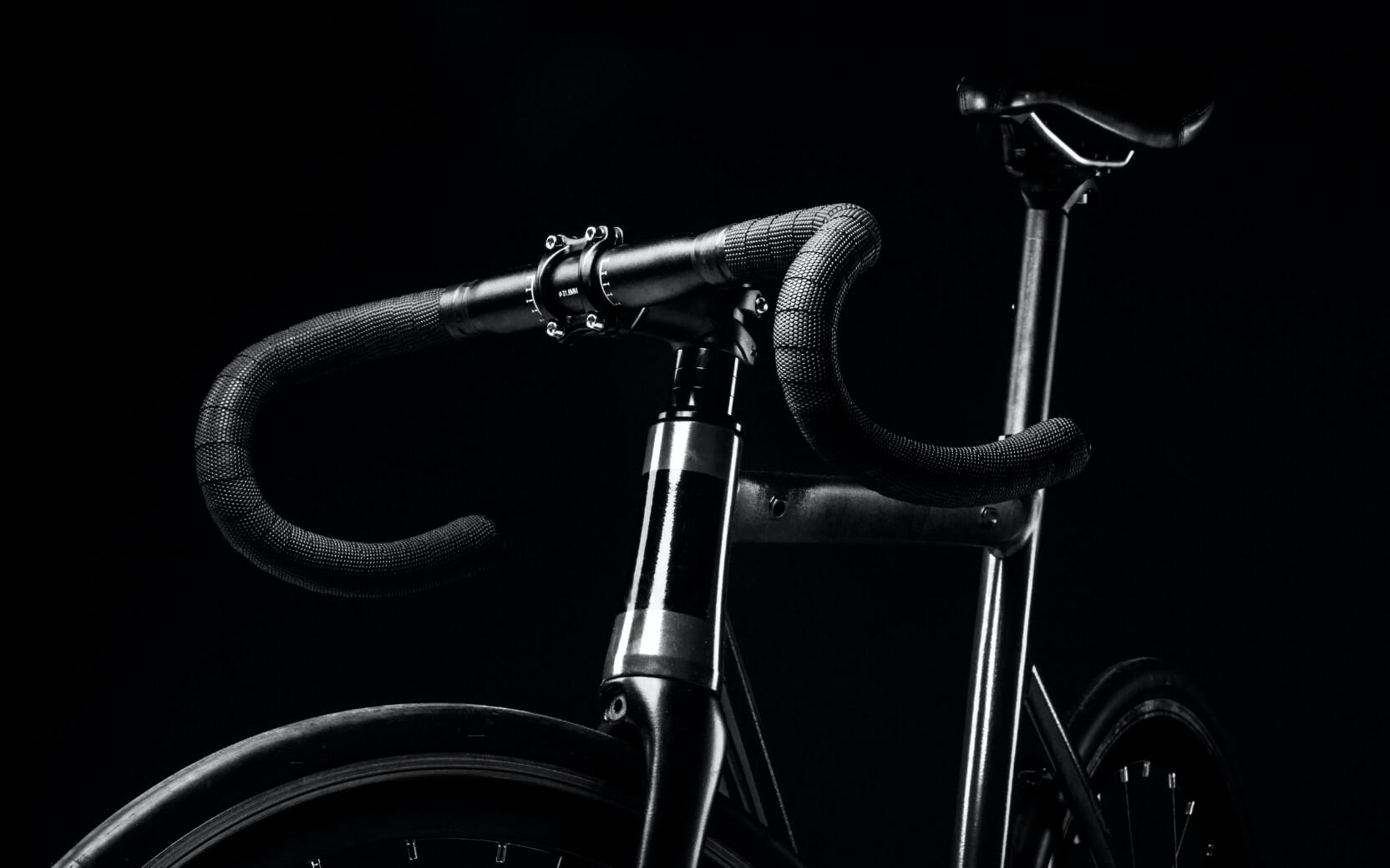Produktfoto von einem Fahrrad in Schwarz-Weiß